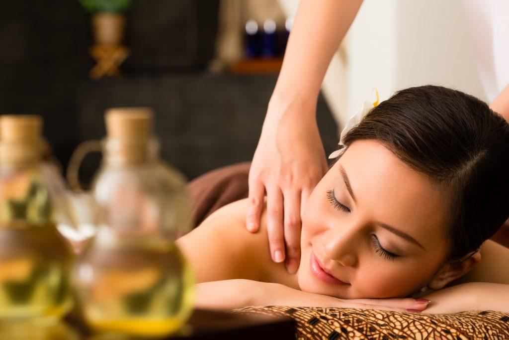 Thajská masáž olejom